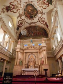 View of St. Louis' altar