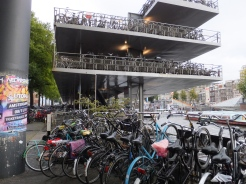 Parking garage for bikes
